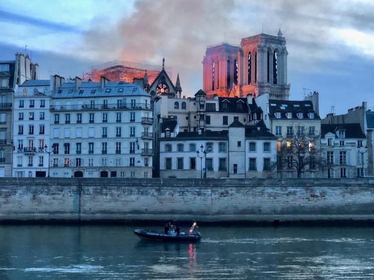 Incendio Notre Dame. Imagen © Erieta Attali