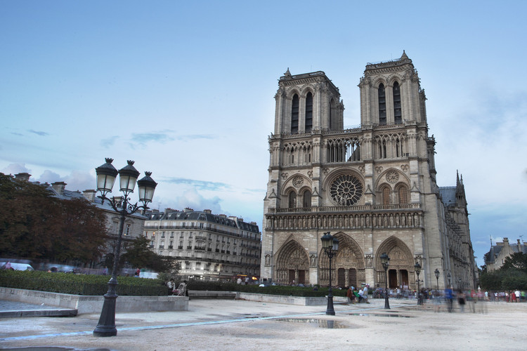 Foster + Partners Creates Proposal for New Notre Dame Spire