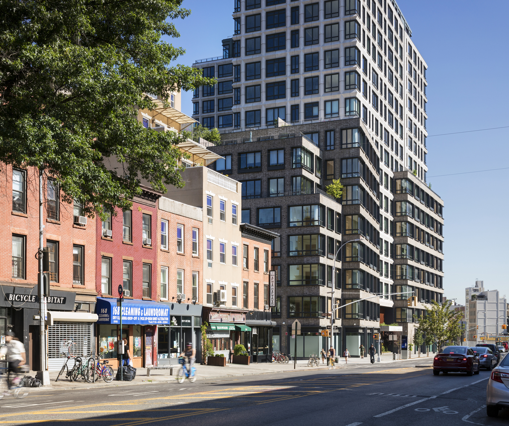 550 Vanderbilt: 550 Vanderbilt Apartments / COOKFOX Architects