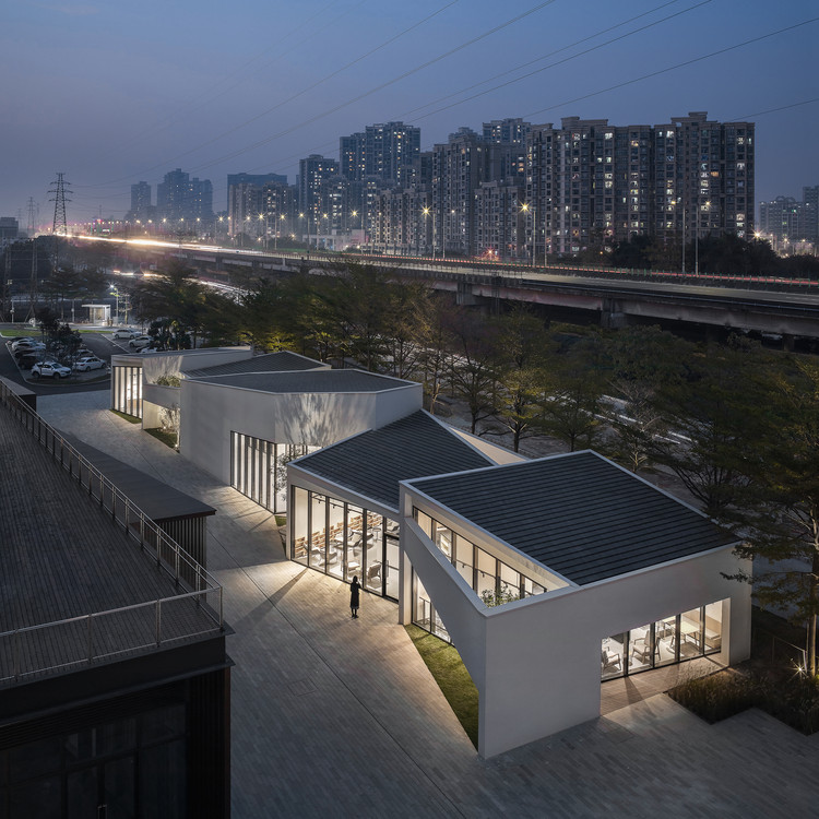 Living Art Pavilion / MOZHAO ARCHITECTS, Night view. Image © Chao Zhang