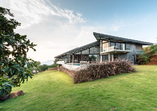 Casa 'Little Much Farm' / Shonan Purie Trehan + Language.Architecture.Body(LAB)
