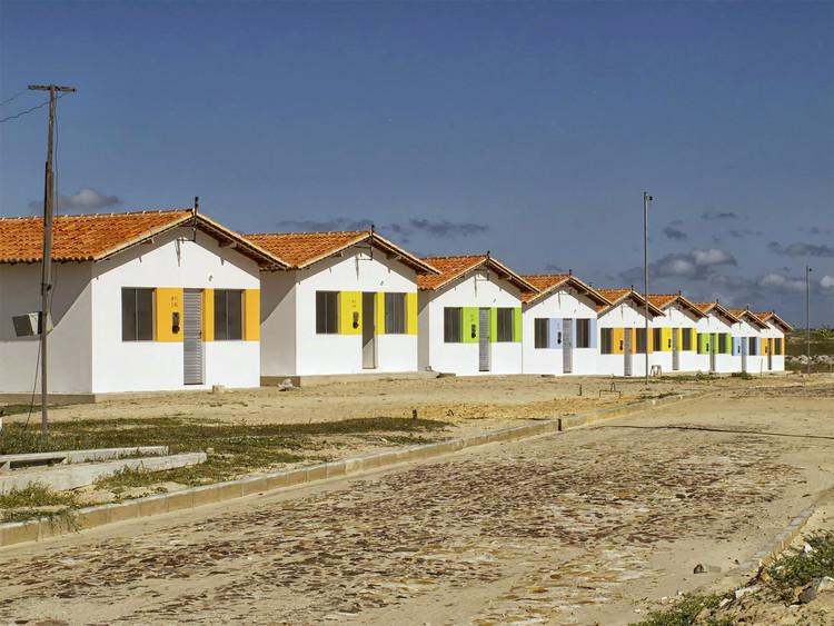 Programa Minha Casa Minha Vida pode ficar sem recursos e parar a partir de junho, Programa Minha Casa Minha Vida em Luís Correia-PI. Image © Otávio Nogueira, via Flickr. Licença CC BY 2.0