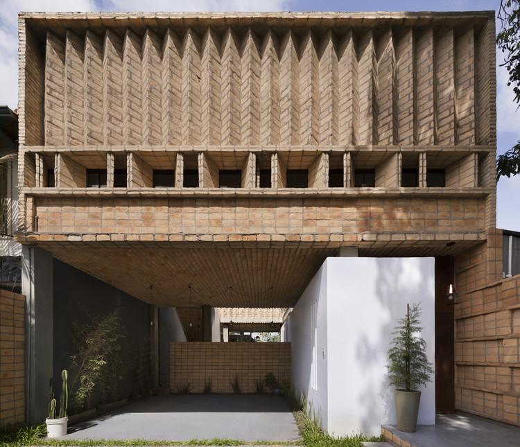 María Emilia House / Mínimo Común Arquitectura, © Federico Cairoli