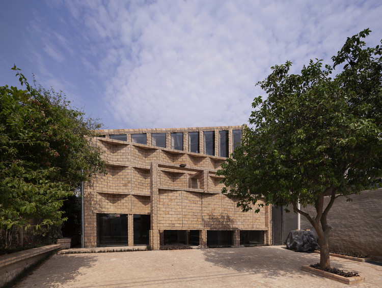 Oficinas Nordeste / Mínimo Común Arquitectura, © Federico Cairoli