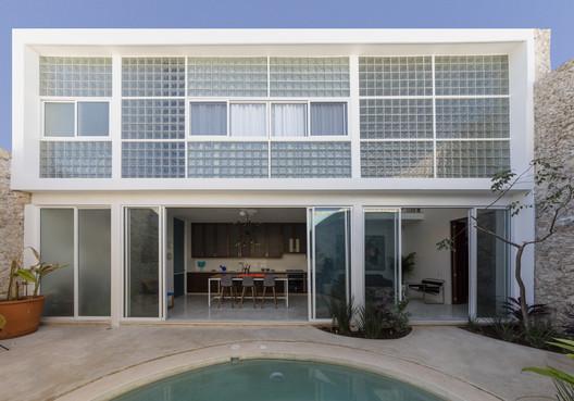 Casa diáfana / Taller Estilo Arquitectura