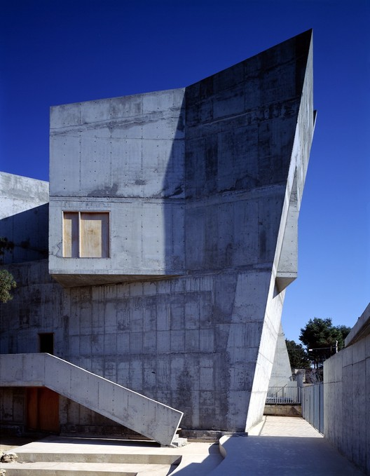 Changing Metaphors: an Interview between Ory Dessau and Zvi Hecker , Palmach Museum of History, Tel Aviv, Israel, 1993- 1997. Courtesy of Zvi Hecker Architect. Image © Michael Krüger