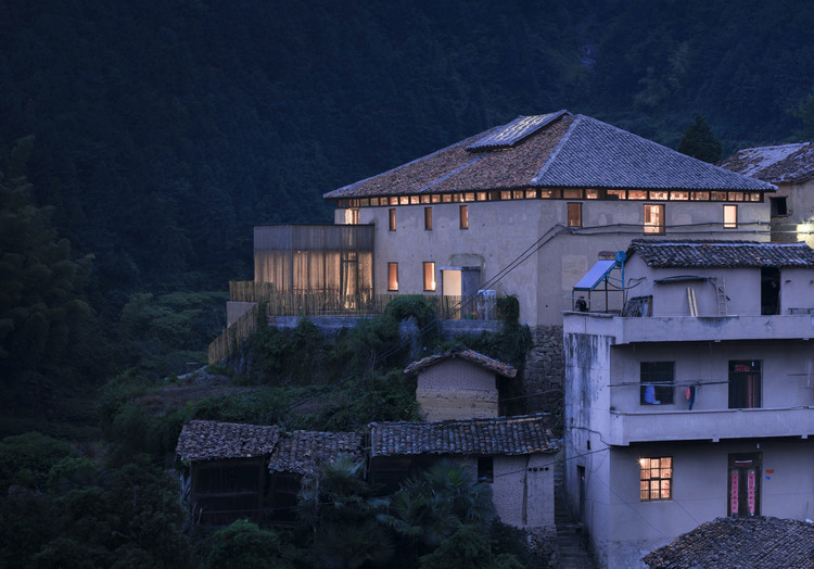 Librairie Avant-Garde, Chenjiapu Civilian Bookstore / AZL Architects, © Bowen Hou