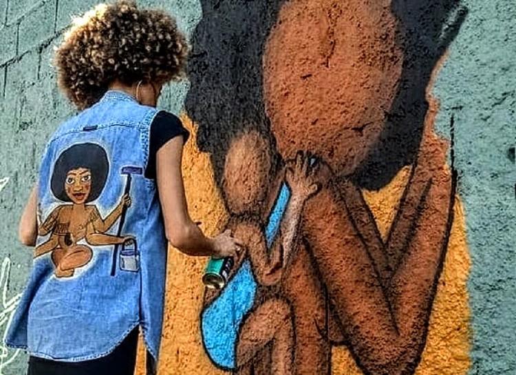 Mulheres grafiteiras ocupam os muros de São Paulo, Índia grafitando o elo da maternidade (Acervo Pessoal) / Crédito: Acervo pessoal