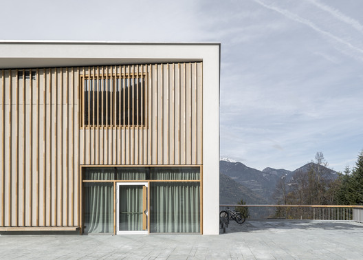 School Complex and Multipurpose Hall / MoDusArchitects