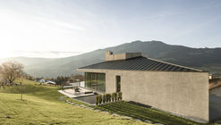 House on the Hill / MoDusArchitects