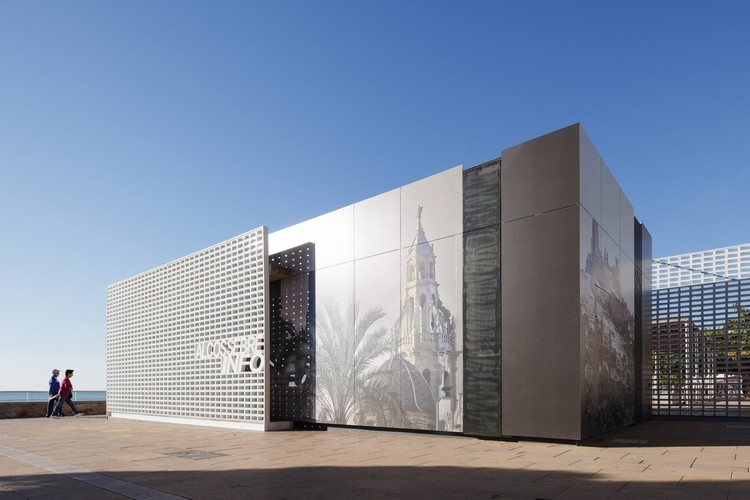 Designing Ventilated Façades Using 3.5 mm Porcelain Tiles, Cortesía de Grespania