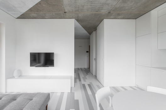 The White Triangles Apartment / YCL studio