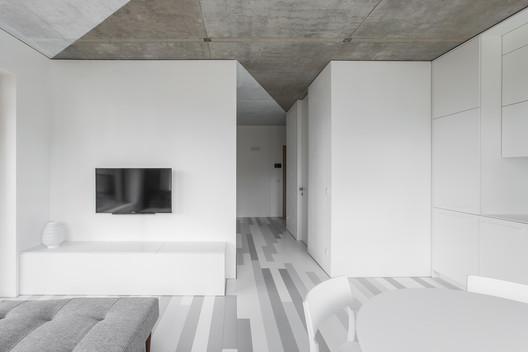 Departamento triángulos blancos / YCL studio