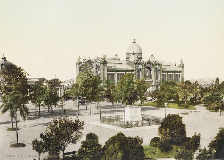 Un incendio en la memoria: reflexiones sobre la pérdida del patrimonio arquitectónico en Argentina, Pabellón Argentino . Image © Photoglob Co [Wikimedia] Bajo dominio público