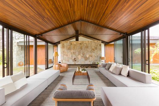 Haras House / 24.7 Arquitetura Design