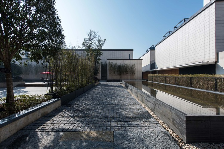 The 'One or Two' Art Gallery No.1 / Top Design Architects, entrance square. Image © Shuobin Zhou