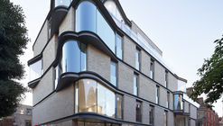 IV Castle Lane Apartments / DROO