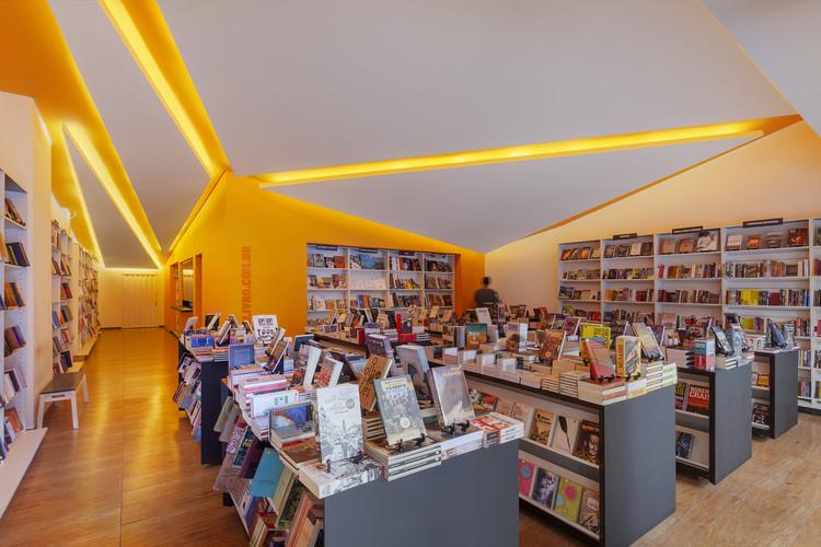 Outlet de Livro / Mutabile Arquitetura, © Henrique Queiroga
