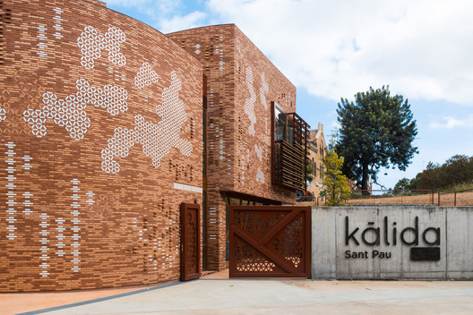 Kálida Sant Pau Center / Miralles Tagliabue EMBT