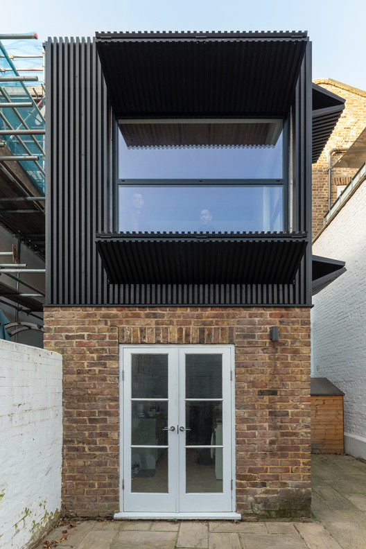 Black Box Apartment / MATA Architects, © Peter Landers