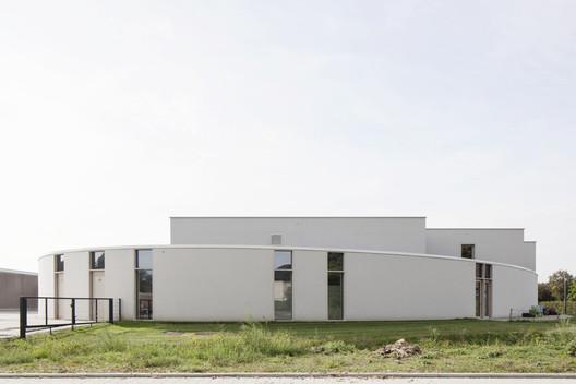 DIJKSTEIN Multipurpose Building / WE-S architecten