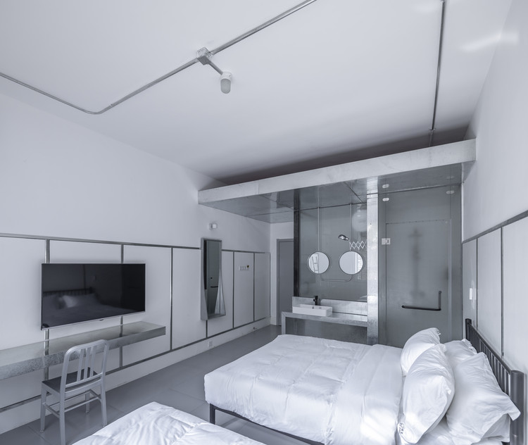 Silver room. Image © Weiqi Jin