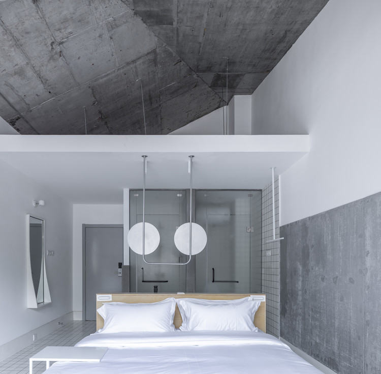 White room. Image © Weiqi Jin