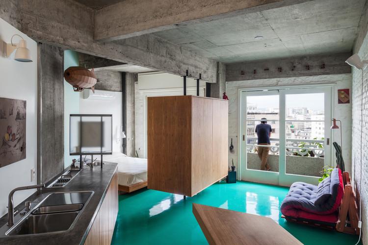 Apartamentos Brasileiros: 10 Apartamentos com lajes de concreto aparente, © Rafaela Netto. ImageApartamento Viadutos / Vão