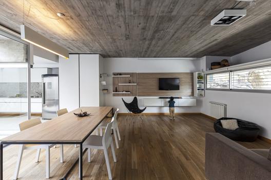 Casa Entre Edificios / Guidi + Hernández Arquitectos