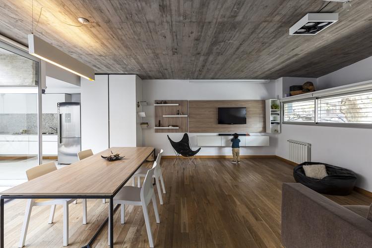 Casa Entre Edificios / Guidi + Hernández Arquitectos, © Walter Gustavo Salcedo