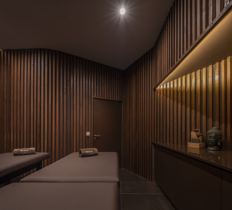 Clínica de Fisioterapia / Hinterland Architecture Studio, © Ivo Tavares Studio
