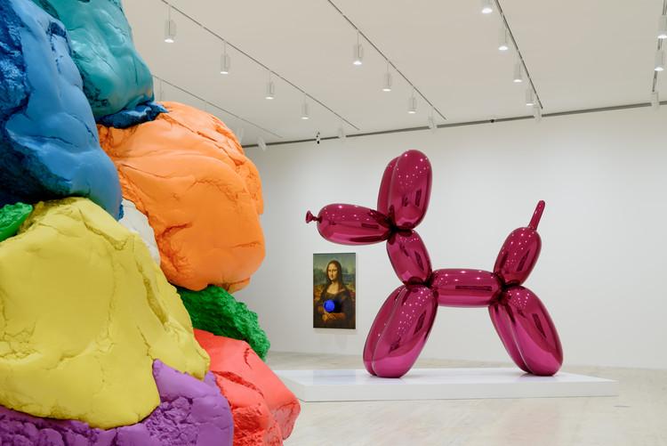 Conoce la primera exposición que explora los paralelismos entre Marcel Duchamp y Jeff Koons, Vista de la exposición Apariencia desnuda: El deseo y el objeto en la obra de Marcel Duchamp y Jeff Koons, Museo Jumex, (2019). Image © Moritz Bernoully