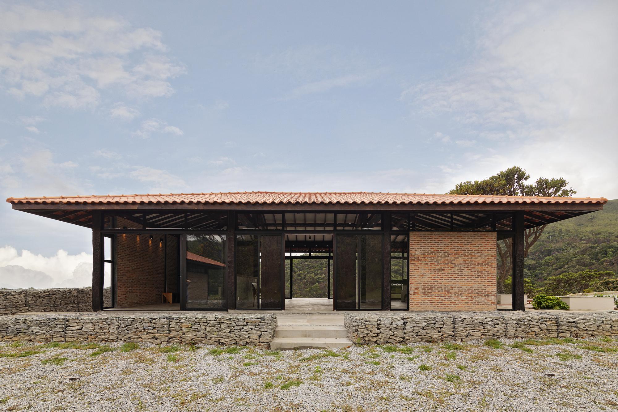 Moeda House / Mutabile Arquitetura