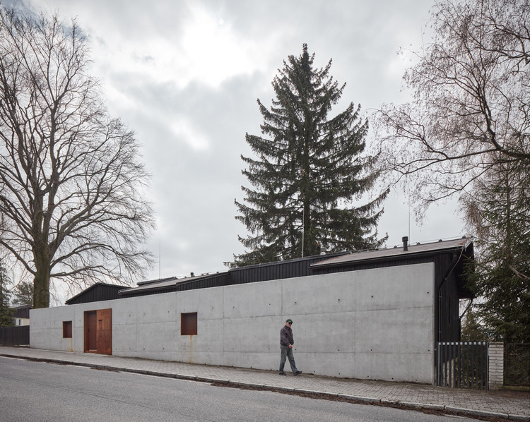 House Behind the Wall / Mjölk architects, © Jakub Skokan, Martin Tůma / BoysPlayNice