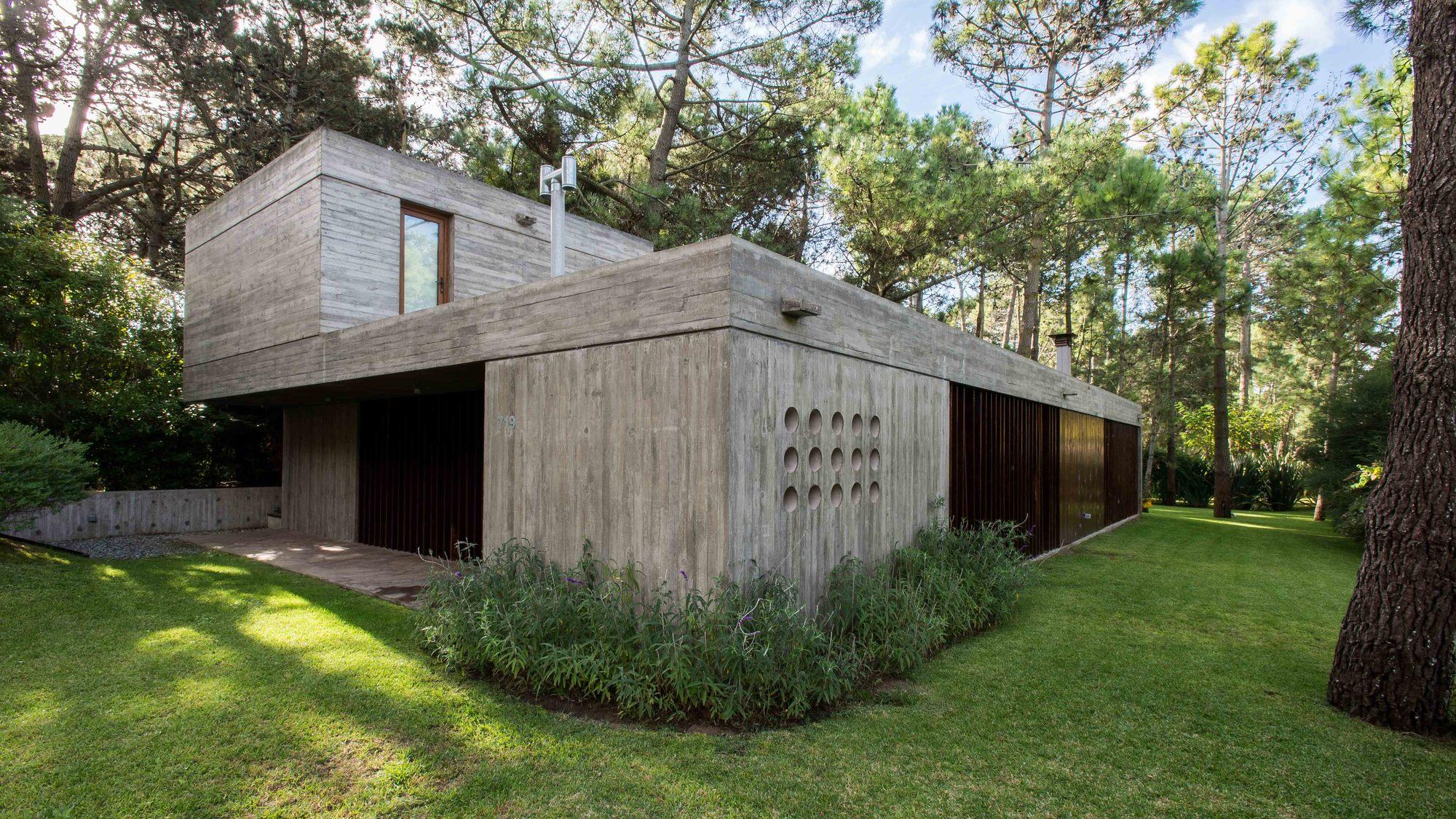 Casa f gianserra lima arquitectos plataforma for Casa minimalista lima