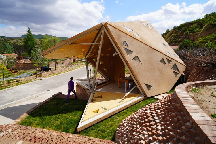 Operable Interactive Village Hut / JCDA, opening process. Image © Tsinghua University (School of Architecture)-Zoina Land Joint Research Center for Digital Architecture ( JCDA)