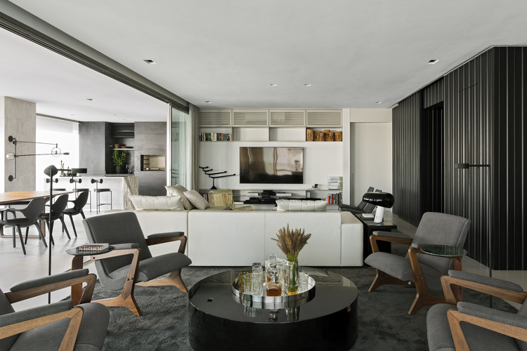Apartamento Brasil Design / Diego Revollo Arquitetura, © Alain Brugier