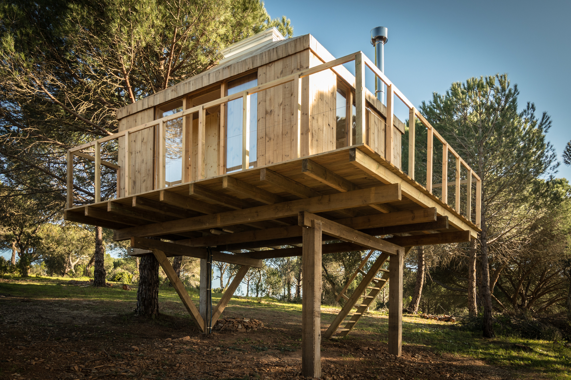 Tree House / Madeiguincho | ArchDaily