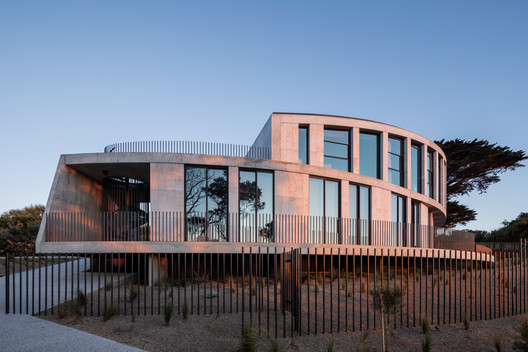 Tidal Arc House / Woods Bagot