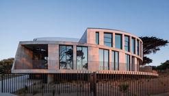 Casa Tidal Arc / Woods Bagot