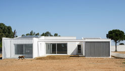 House in the Fields / Estudio Acta