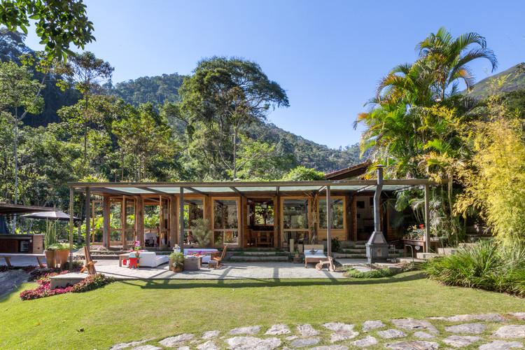 Casa em Correas / Rodrigo Simão Arquitetura, © André Nazareth