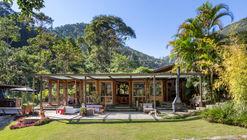Casa em Correas / Rodrigo Simão Arquitetura