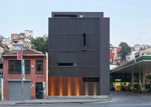 Pilevneli Gallery / Emre Arolat Architecture