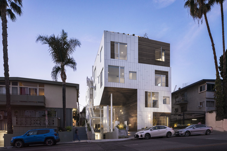 San Vicente935 Housing / Lorcan O'Herlihy Architects, © Paul Vu