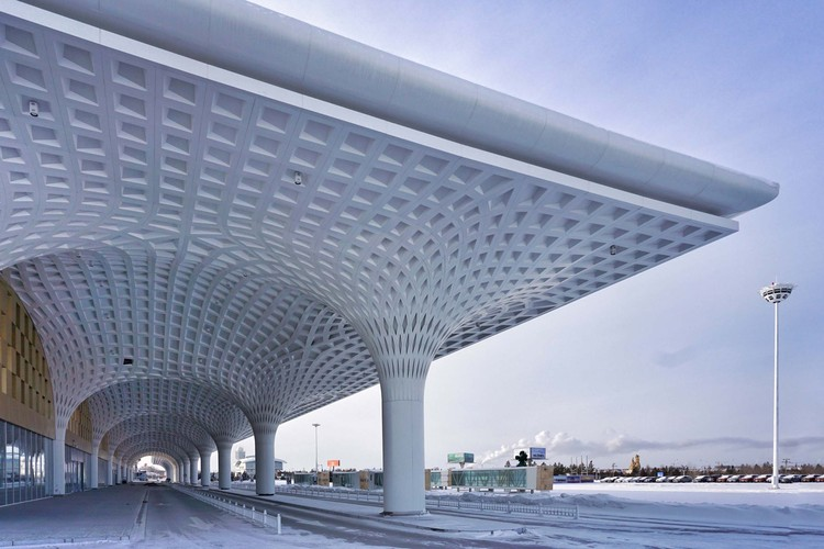 Hulunbuir Hailar Airport / United Design U10 Atelier, Under-eave space in the landside system. Image © Ke Liu