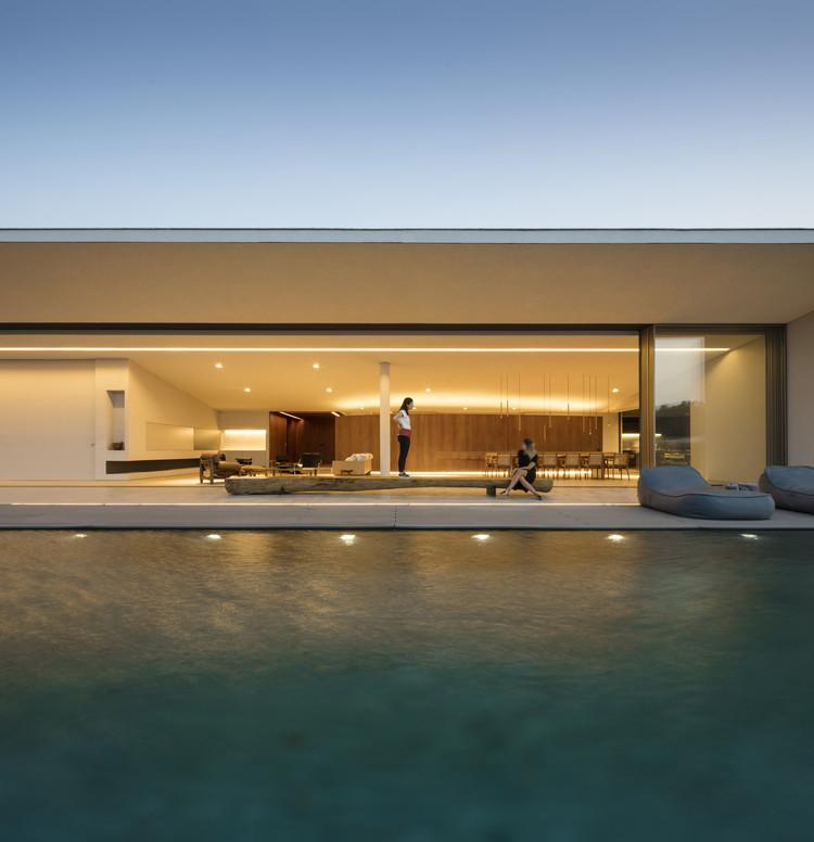 Casa JY / Studio Arthur Casas, © Fernando Guerra | FG+SG