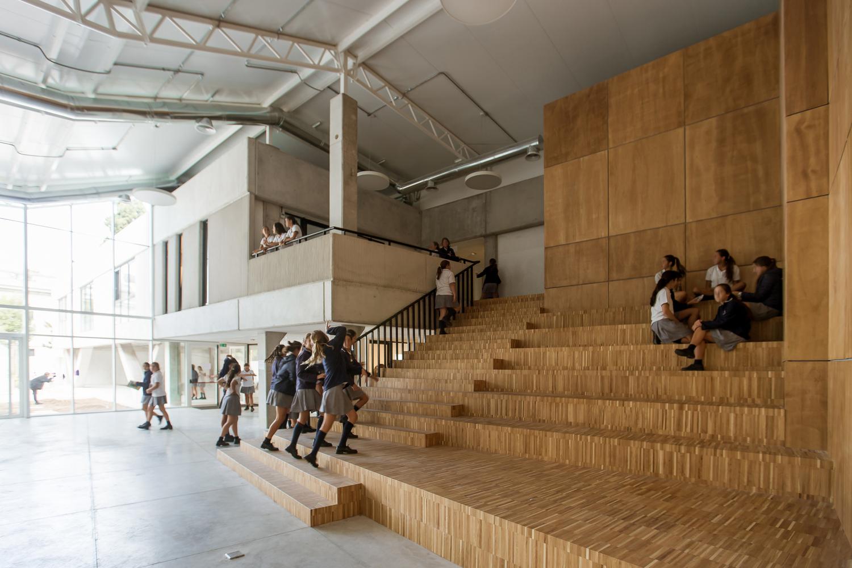 Los Pilares School / Dovat Arquitectos