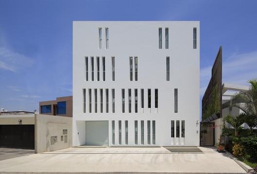 Edificio Paquidermo / Martin Dulanto