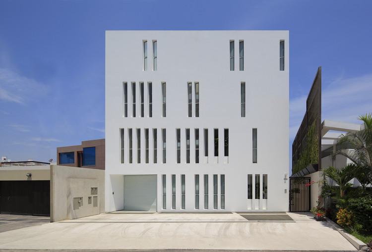 Paquidermo Residential Building / Martin Dulanto, © Juan Solano Ojasi y Renzo Rebagliati